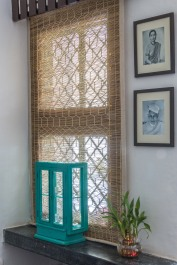 Living room - Bric-à-brac - distressed glass cabinet restored